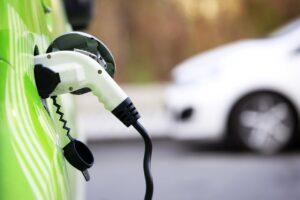 Comparativa de consumo entre vehículos convencionales, híbridos, enchufables y eléctricos