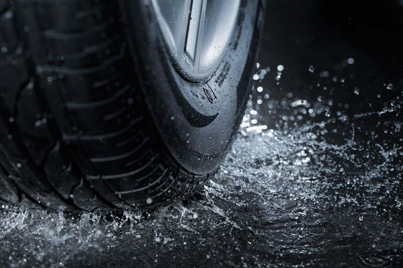 Neumáticos a punto antes de la lluvia
